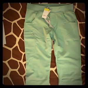 Figs Kade Cargo pants in Jade
